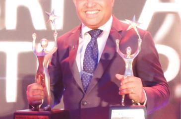 CEO/Managing Director, Idea Group Limited, Sampath Mayakaduwa with the awards.