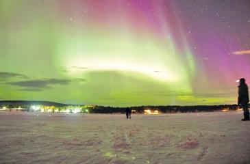 Northern Lights over Torne River,  Photo: Kristian Mattiasson (Pix courtesy:wwww.icehotel.com)