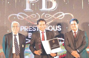 From left: President of India Thai Business Association, Satish Segal, Maliban CEO Ravi Jayawardena, and CEO Brand Advertising Research Consulting,  Saimik Sen at the awards ceremony.
