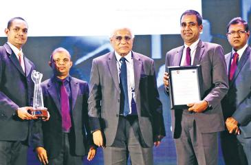 From left: General Manager Finance, Mercantile Investments, Deva Anthony; Chairman, Annual Report Awards Committee, CA Sri Lanka, Sanjaya Bandara; Governor, Central Bank, Dr. Indrajit Coomaraswamy, Finance Director, Mercantile Investments, ShermalJayasuriya, and Secretary/CEO, CA Sri Lanka, Aruna Alwis
