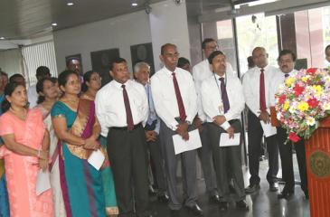 People's Bank Chief Executive Officer/ General Manager, N. Vasantha Kumar addressing the staff