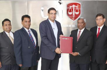 CA Sri Lanka President Lasantha Wickremasinghe exchanges the agreement with ICCSL Chairman Dinesh Weerakkody