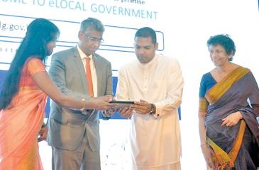 The launch of the eLocal Government Solution. From left: Program Manager, Re-engineering Sri Lanka, ICTA, Thusha Mukunthan, Minister of Provincial Councils and Local Government, Faizer Mustapha, Minister of Telecommunication and Digital Infrastructure, Harin Fernando and Chairperson, ICTA, Chithranganie Mubarak.