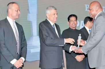 CEO Ajit Gunawardena receives the award from Prime Minister Ranil Wickremesinghe