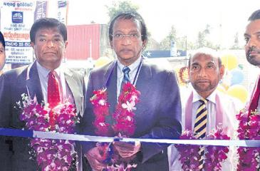 Chairman of Richard Pieris Finance Ltd., Mr. Felix Fernandopulle is seen  declaring open the branch, as Director /CEO -Mr. K.M.M Jabir, Director,  Mr. H.G Wijesurendra, Director Mr. Faizan Ozman, A.G.M Business  Development, Mr. M.G.R Priyankara look on.