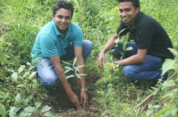 Two members of Hirdaramani's sustainability team.