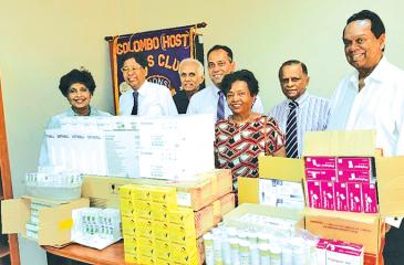 (From left) : Lion Lady Hiranya Jayalath (Project Chairperson), Lion Sepala Amarasuriya, Lion Sisira Jayalath, Dr. Lasika Seneviratne (President SLMANA), Dr. Sirima Hethumuni (SLMANA) and Dr.Lareef Idroos (SLMANA)
