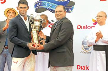Man of the Joe-Pete Big Match Jehan Daniel receives his award from Viran Perera the chief guest and sponsor Dialog's General Banager Brand and Media Harsha Samaranayake looks on  (Picture by Chintaka Kumarasinghe)