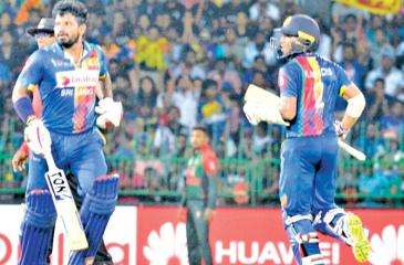 Kusal Perera and Kusal Mendis batting during their 85 runs partnership for the second wicket in the Hero Nidahas T20 match against Bangladesh at the R Premadasa Stadium yesterday. (Pic by SAMAN MENDIS)
