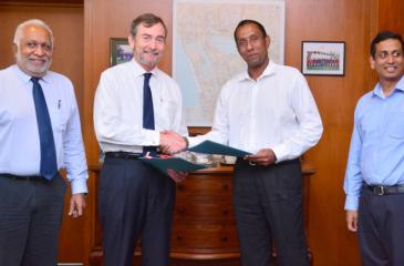 (From left) Naresh Ratwatte – Director – Finalys Colombo Limited, Hunter Crawford – Chairman and Managing Director – Finlays Colombo Limited, Suresh Rajendra – President – Property Group – John Keells Holdings PLC, Nayana Mawilmada – Sector Head – Property Group – John Keells Holdings PLC at the signing of the joint venture agreement.