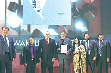 Hayleys Plantations, Managing Director, Roshan Rajadurai  with the Senior Management  of Talawakelle Tea Estate which received the Gold Award in the Plantations Category at the CA Annual Report Award 2017