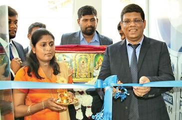 Blue Ocean Group Chairman S.Thumilan opening the Platinum Office