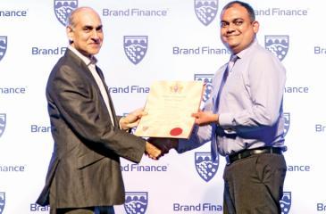 Commercial Bank's Deputy General Manager - Marketing, Hasrath Munasinghe (right) receives the Brand Finance award from Brand Finance Lanka Managing Director Ruchi Gunewardene.