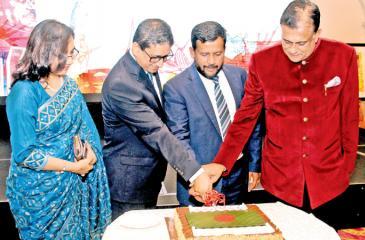 Minister Rishad Badurdeen, Bangladesh High Commissioner M. Riaz Hamidullah and Governor Rohitha Bogollagama.