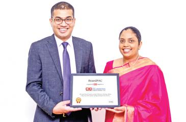 BoardPAC Director/CEO Lakmini Wijesundera and the company's Chief  Operating Officer Rajitha Kuruppumulle with the CIO Applications 2018 ranking certificate.