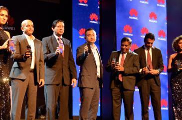 Huawei and Singer officials at the launch. Pic: Chaminda Niroshana