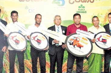 The top performing dealers with CIC Agribusinesses' officials