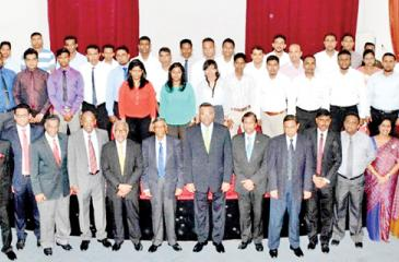 Successful participants with chief guest Rohan Karr, President CMA, Prof. Lakshman Watawala, Chairman, SLITHM, Sunil Dissanayake, Director General, SLITHM, Buddhika Hewawasam and officials of CMA and SLITHM.