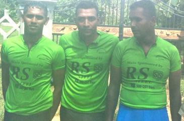 Winner of 'Samagi Cycle race 2018' Jeewan Jayasinghe (center) flanked by the two runners up. First runner up Sanath Jayasinghe (Army-left) and second runner up Nishantha Perera (Dehiwala Mt. Lavinia Municipal Council)