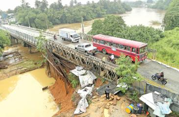Kaduwela bridge damaged by floods