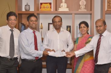 Officials of  HNB, Sampath and BOC at the signing of the agreement