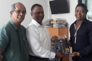 Olympic silver medalist Susanthika Jayasinghe (right) was an unexpected guest at the launch of the Olympic Day Run on Wednesday at the National Olympic Committee auditorium in Colombo. Pledging to take part in the Olympic Day Run, Jayasinghe received a T-Shirt from NOC president Suresh Subramaniam in the presence of its Secretary Maxwell de Silva
