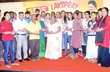 The winners of 'Lakspray Gruhaniyanta Ran Dayada' program. Pic: Chaminda Niroshana