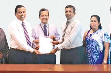 From left: Regional Manager, Suburbs-II, Seylan Bank, Nilimini Weerasuriya, Executive VP, DFCC Bank, Palitha Gamage, DGM, Project Finance, Seylan Bank, Piyal Hennayake, Chairman and MD, Home Lands Skyline, Nalin Herath, Directress, Home Lands Skyline, Mrs. Harshani Herath, and GM, Operations, Home Lands Skyline, Hiran Gunasekera at the signing of the loan agreement