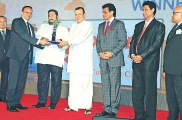 An official of X-Press Feeders receives the Top Feeder Operator Award from Minister of Ports and Shipping Mahinda Samarasinghe and Deputy Minister Nishantha Muthuhettigama. Chairman, SLPA, Dr. Parakrama Dissanayake, Director, Port Operations of SLPA, Jayantha Perera, Chief Executive Officer of the South Asia Gateway Terminals Ltd., Romesh David  and Chief Executive Officer of the Colombo International Terminals Ltd.,Jack Huang are also in the picture.