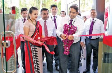 Director/CEO of Seylan Bank Kapila Ariyaratne declares open the newly established Hettipola branch whilst Deputy General Manager Branches Chitral De Silva, Branch Manager Hettipola Dushmantha Illankoon and Area Manager North West II Nalin Samaratunge looks on.