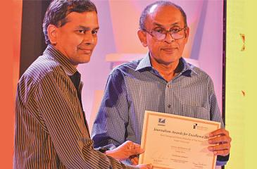 The Best Designed News Website of the Year Merit Award (English) was won by Dailynews.lk. The award was received by Pramod de Silva.