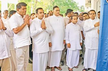 President Maithripala Sirisena opens the new building at Manampitiya Hospital. Western Province Chief Minister Isura Devapriya, Eastern Province Governor Rohitha Bogollagama, Mahaweli Development State Minister Weera Kumara  Dissanayake, and Deputy Environment Minister Ajith Mannapperuma were also present