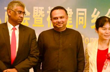 Ministers Faizer Mustapha and Navin Dissanayake with a Fujian Chamber official. Picture by Vipula Amarasinghe