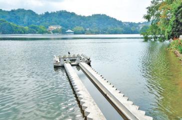 KIRI MUHUDA: A view of the Kandy Lake from the mouth of  the Sangaraja Mawatha