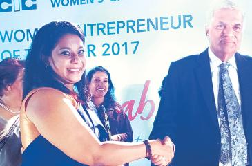 Quebee Den's Founder and CEO Rohanthi Wijewickrama receives the Gold Award for best Female Entrepreneur for small industries at the Women Entrepreneur Awards from Prime Minister Ranil Wickremesinghe.