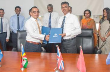 Chief People Officer of the Brandix Group, Ishan Dantanarayana (left) and Vice President of the CINEC Campus, Prof. Nalaka Jayakody, exchange the agreement for the setting up of the BCCE. Representatives of the two organisations look on.