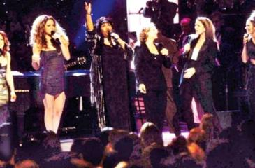 Franklin (third left) performed the song with Gloria Estefan, Mariah Carey, Carole King, Celine Dion and Shania Twain at the 1998 VH1 Divas concert