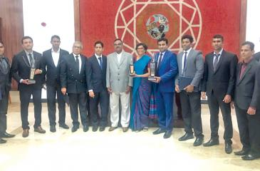 Officials of Jetwing Lake and Jetwing Kaduruketha