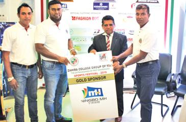 Main sponsor MH Industries Corporation Limited China (Sri Lanka Dealer) M.T.M. Mihan presenting the sponsorship to Zahira Principal Trizviiy Marikkar as President G90 M.R.A. Razak and Past President M.M. Shiraz look on