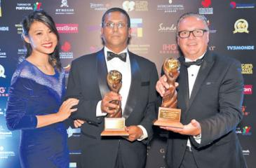 SriLankan Airlines Manager Hong Kong, Pradeep Durairaj (centre) with WTA officials after receiving the awards.