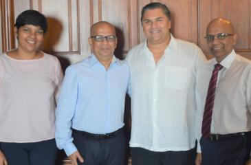 Chairman, Ambeon Capital, Sanjeev Gardiner (2nd from right), Group Managing Director / CEO of Ambeon Capital,  and Ambeon Holdings Murali Prakash (1st from right), CEO, MTI Consulting, Hilmy Cader (3rd from right) with Project Manager, MTI,   Christine Fernando.