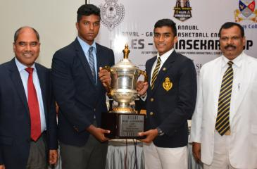 Heshan Meethalawa captain of Royal College (right) and Aaron Fonseka captain of Gateway College with the Trophy (Pic by Sarath Peiris)