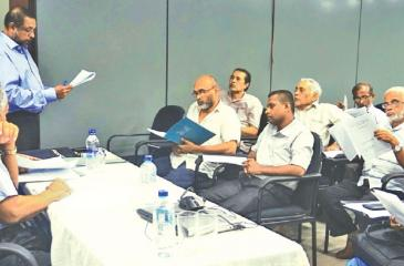 PCCSL CEO Sukumar Rockwood presents the Annual Review of the Press Complaints Commission of Sri Lanka (PCCSL), while PCCSL Board of Directors Chairman Kumar Nadesan looks on. Also in the photograph are members of the PCCSL studying the Annual Review.