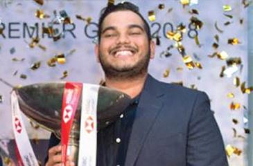Sachin de Silva poses with his trophy