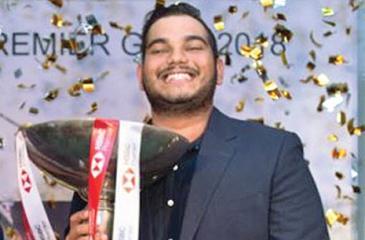 Sachin de Silva poses with his trophy