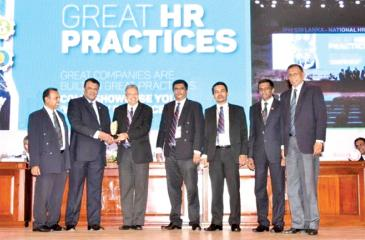 Hayleys Plantations Sector Managing Director, Roshan Rajadurai accepting the award for Great HR Practices from IPM Sri Lanka President, Prof. Ajantha Dharmasiri. (From left): KVPL Director/CEO, Sarath Siriwardena, Chairman of IPM National HR Conference 2018 Priyankara Seneviratne, Deputy General Manager- HR & Corporate Sustainability, Anuruddha Gamage and TTEL Director/CEO, Dilantha Seneviratne look on.