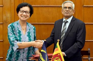 Secretary, Ministry of Finance and Mass Media, Dr. R. H. S. Samaratunga and Country Director, ADB Sri Lanka Resident Mission, Ms. Sri Widowati exchange the agreement.