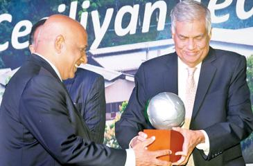 CEO of Ceciliyan Associates, Paani Dias receives the award from Prime Minister Ranil Wickremesinghe.