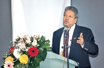 Director of the PIM, Prof. Ajantha Dharmasiri delivering the keynote address