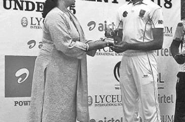 Rahul Radesh with his award
